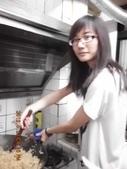 2012-06-22 端午包粽&紙工藝:20120622包粽子 (1).jpg