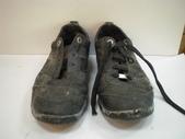 發霉處理:LV黑休閒鞋發霉清洗保養前1.JPG