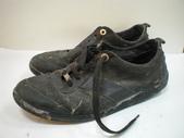 發霉處理:LV黑休閒鞋發霉清洗保養前3.JPG