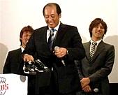 2011埼玉西武獅照片集 「No Limit! 2011 勝利への執念」:自ら指名した平野(右)、木村(左)トークショーに出席した渡辺監督.jpg