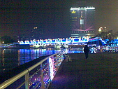 高雄燈會:連結真愛和光榮碼頭的炫橋
